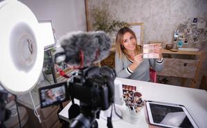 La 'influencer' granadina tras 'El Mundo de Alma': «Empecé en YouTube gracias a mi madre»