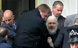 La Policía británica detiene a Assange en la embajada de Ecuador en Londres