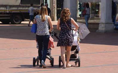 Un año sin cotizar para atender a los hijos puede reducir entre un 10% y un 15% la futura pensión