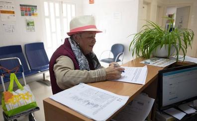 Torrenueva recoge firmas para exigir soluciones tras quedarse su centro de salud sin médicos