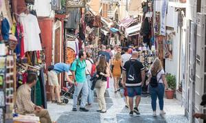 Granada es la segunda ciudad española mejor valorada por los turistas, según la OCU