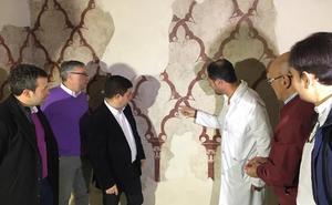 Una restauración en los Baños Árabes saca a la luz pinturas originales del s.XII