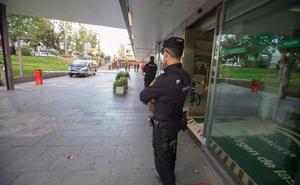 La Policía acude al Materno para mediar en una trifulca entre dos grupos de personas