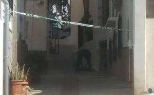 Hallan un proyectil de la Guerra Civil enterrado en una casa de Lanjarón