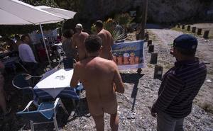 Los nudistas de la Costa Tropical ya tienen un chiringuito en el que la ropa no es necesaria