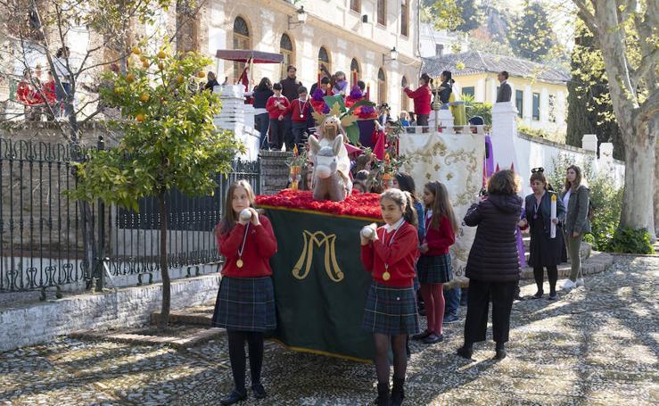 El Colegio Ave María procesionó por el Albaicín