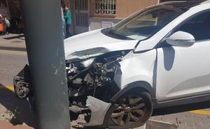 Colisiona con la catenaria del metro tras sufrir un desvanecimiento cuando conducía en Maracena
