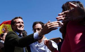 Casado pasa a la ofensiva con Ciudadanos y Vox para contener su granero de votos