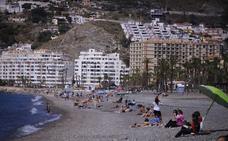 El buen tiempo anima las playas a las puertas de la Semana Santa