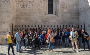 Granada roza el lleno en una Semana Santa con un desembarco masivo de turistas