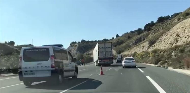 El remolque de un camión se desengancha cuando circulaba por la A-44 a la altura del Valle de Lecrín