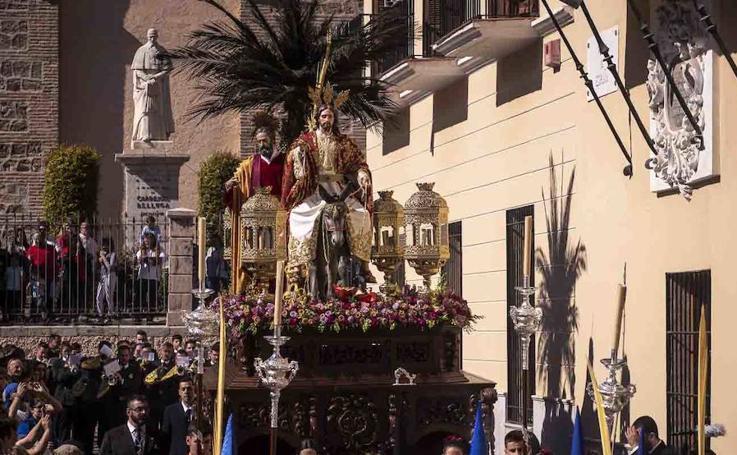 Así recorre La Borriquita las calles de Motril