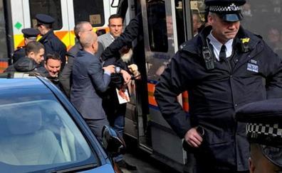 Assange muestra su disposición a colaborar con las autoridades suecas