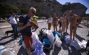 Nudismo y ecologismo se dan la mano para 'sacar brillo' a Cantarriján