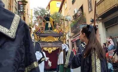 Todos los pasos en la calle en un Domingo de Ramos redondo