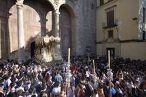 La plaza de Santo Domingo se llena para ver la Santa Cena