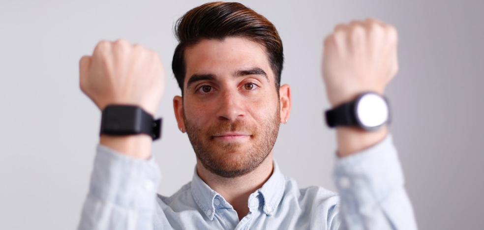 La pulsera inteligente con la que la UGR investiga el síndrome de la fragilidad