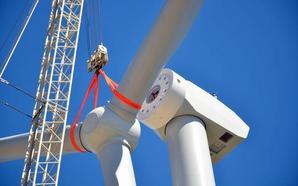 El 'titán' del viento ya está en pie en Padul