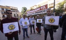 Los trabajadores de la limpieza de Motril llevan su protesta al pleno municipal