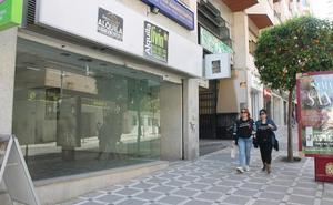 Cuatro de las calles más emblemáticas del centro de Jaén tienen hasta el 40% de sus negocios cerrados