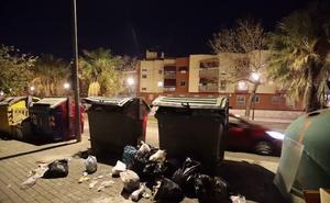Primer día de huelga indefinida de basura en Motril en plena llegada de turistas