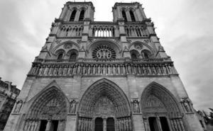 El homenaje de los cuerpos de seguridad españoles a Notre Dame y los bomberos de París
