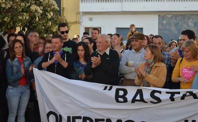 Cientos de personas arropan al vecino agredido en Guadahortuna y exigen más seguridad