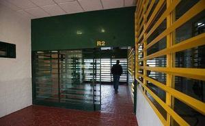 Un interno clasificado de extrema peligrosidad prende fuego a su celda en la prisión de Albolote