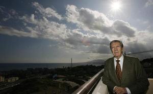 Fallece el poeta, maestro de periodistas y articulista de IDEAL Manuel Alcántara