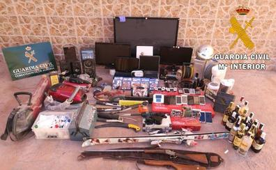 Detienen a cuatro personas y esclarecen 11 robos con fuerza entre Almería y Murcia