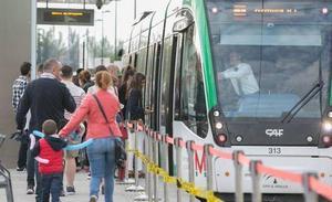 El Metro de Granada no cerrará durante la madrugada de hoy: horarios del Miércoles y Jueves Santo