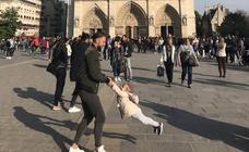 Buscan al hombre que aparece en una de las últimas fotos de Notre Dame antes del incendio