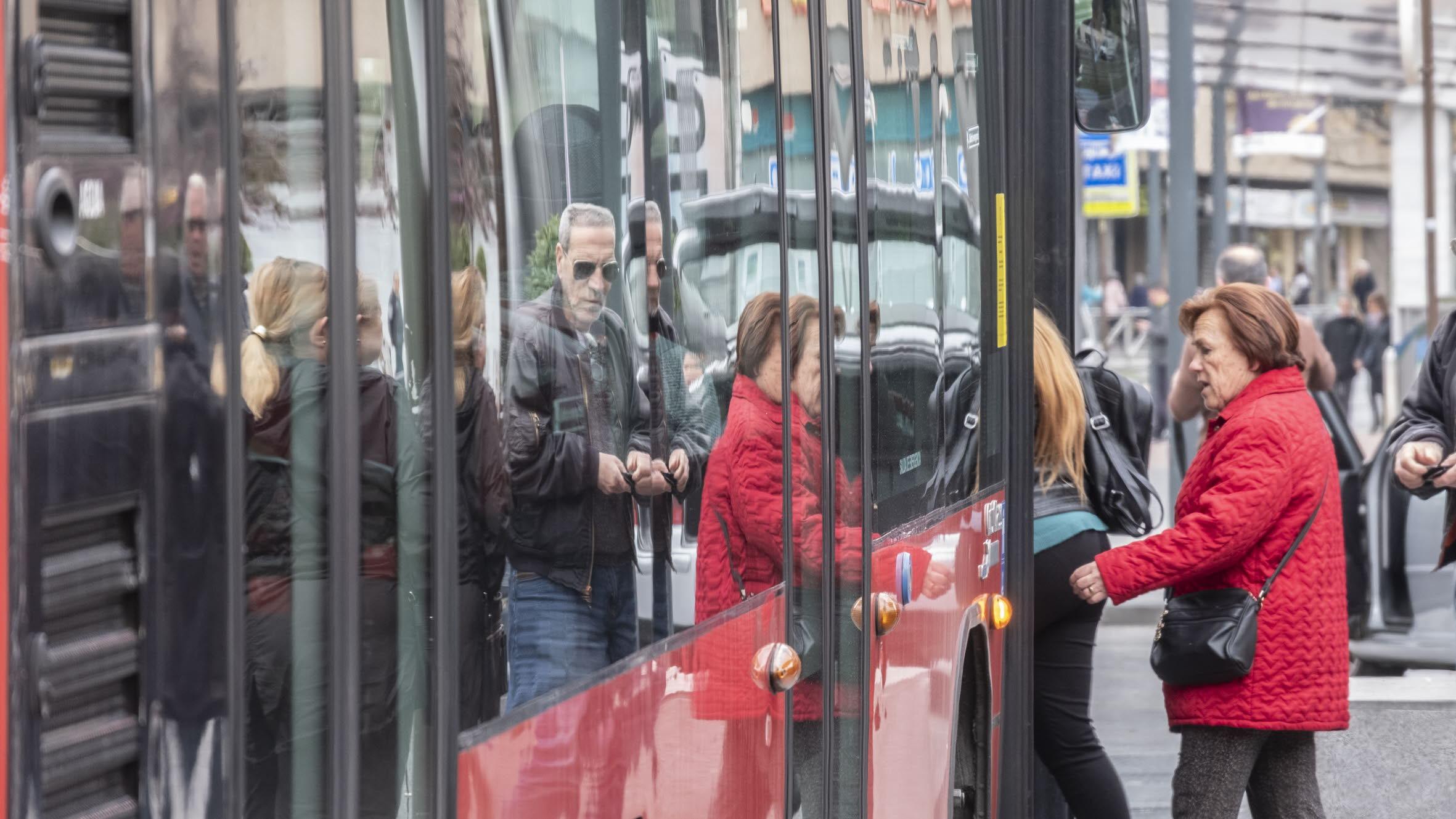El Ayuntamiento amplía el recorrido de la línea 21 para reforzar la estación de autobuses y el Parque de las Ciencias
