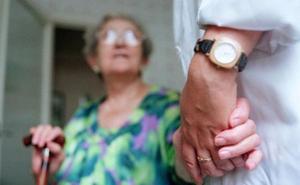 La Junta hará un plan frente a la soledad de los mayores y el envejecimiento de la población