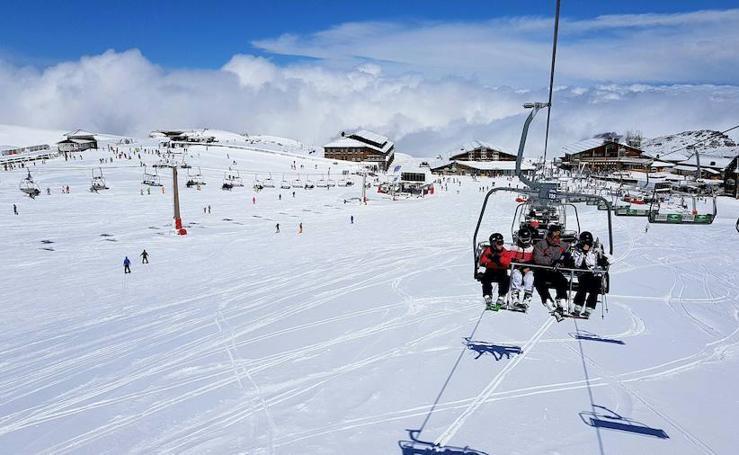 Sierra Nevada se cubre de nieve