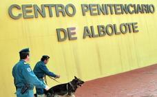 Un preso de Albolote «extremadamente peligroso» prende fuego a su celda