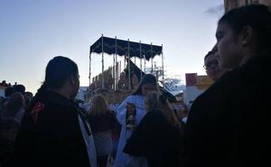 La Virgen de los Dolores desata la pasión en las calles de Almuñécar