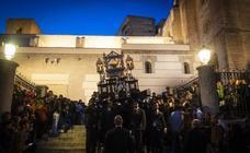 El Sepulcro y la Virgen de los Dolores procesionan por las calles de Motril