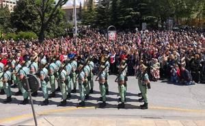 Así desfila La Legión por Granada