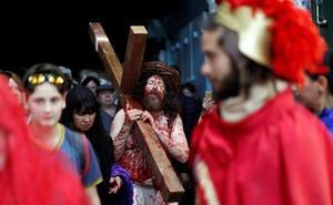 Los cristianos recrean con fervor el vía crucis de Jesús en las callejuelas de Jerusalén