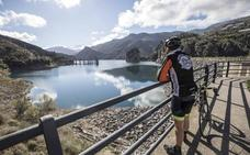 Los embalses de Granada acumulan un 7% más de agua que el año pasado