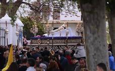 El Cristo yacente procesiona por primera vez solo en su trono en el Sábado Santo de Motril