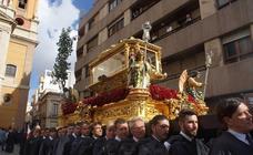 El Entierro procesiona por Almería
