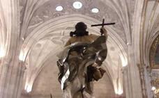 La lluvia deja al Resucitado de Almería dentro de la Catedral