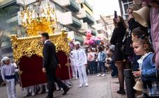 La alegre procesión del Dulce Nombre de Jesús exhibe la cantera de la Semana Santa motrileña