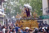 Resurrección y Triunfo procesiona por Granada