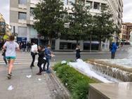 La fuente de la Plaza Isabel la Católica, llena de espuma