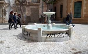 Noche de pintadas en Almería
