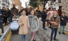 Pétalos de flores y vítores en la procesión del Domingo de Resurrección en Lanjarón