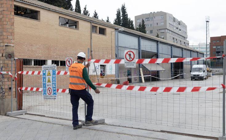 Las antiguas cocheras de Rober, cerradas para evitar gamberradas